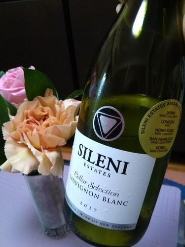 20180623 白ワインと花束.jpg